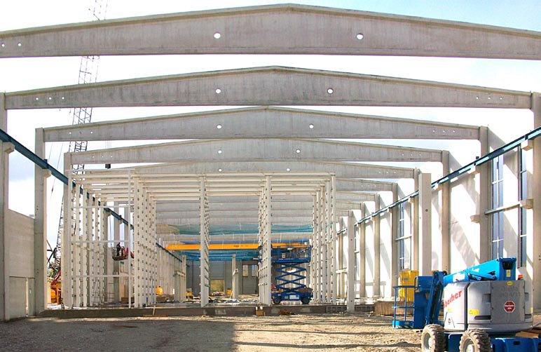 SF-Neubau einer Produktionshalle mit Bürotrakt in Berglern